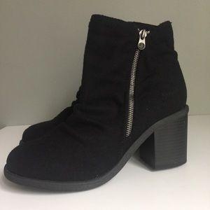 Blowfish | NWOT NWOB Black Chunky Heel Boot Wool